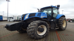 Agricultural tractor New Holland T8.390