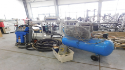 A set for spraying and polyurethane injection