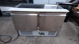 Set of gastronomic equipment (refrigerated display case, drinks cooler, 2x refrigerated cabinet, cooling table)