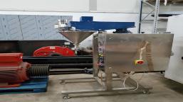Linia produkcyjna (półautomat dozujący + podajnik ślimakowy + przyrząd do wciskania wieczek)