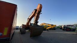 DOOSAN Infracore Co., Ltd. DX530LC-3 tracked excavator