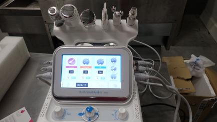 Aquapeel 6 in 1 aesthetic medicine treatment device