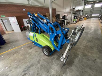 Robot do montażu, transportu okien, szyb i innych powierzchni płaskich Winlet 1000