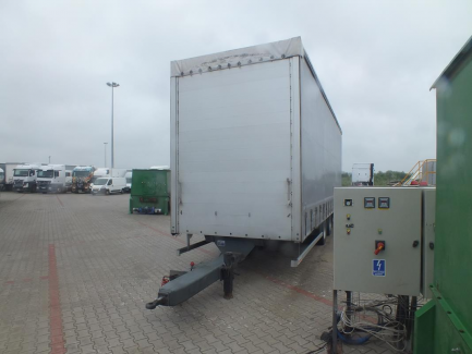 Box and curtain trailer with PLANDEX PTL 18 central axes