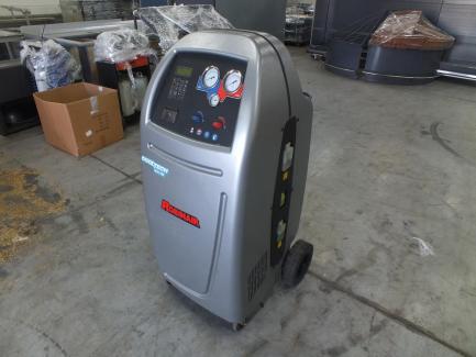 Urządzenia warsztatowe (stacja nabijania klimatyzacji, urządzenie do wymiany płynu hamulcowego, urządzenie do wymiany oleju w skrzyniach ATF)