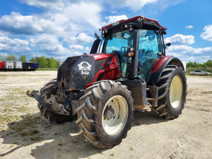 Agricultural tractor VALTRA N174
