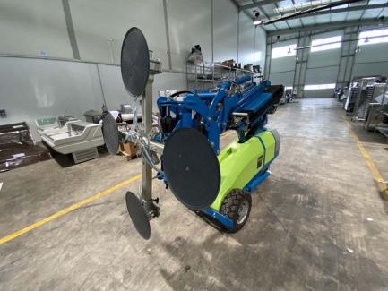 Robot do montażu, transportu okien, szyb i innych powierzchni płaskich Winlet 785