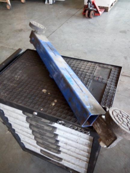 Sprzęt Warsztatowy (wózki narzędziowe, trawersa podnośnika)