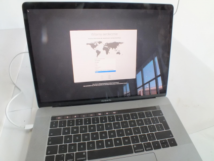 LAPTOP APPLE MAC BOOK PRO 15
