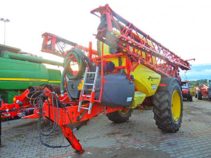 KVERNELAND GROUP IXTRACK C60 trailed sprayer