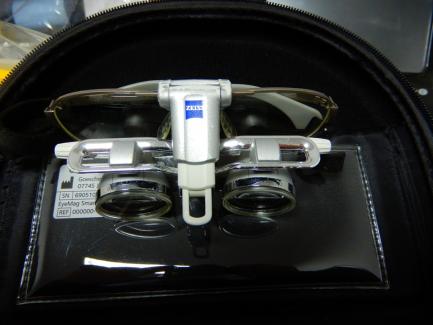CARL ZEISS MEDITEC AG Eye Mag Smart dental magnifier