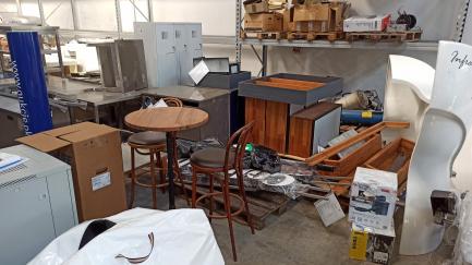 Обладнання для кафе (меблі та освітлення)