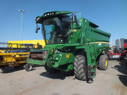 JOHN DEERE S690 S600 harvester + header JOHN DEERE model 635R with a header carriage