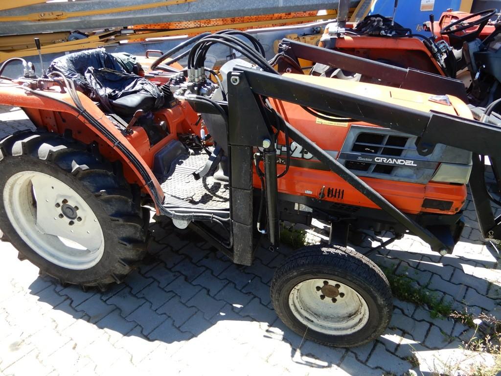 Ciągnik ogrodniczy Kubota model GL-32
